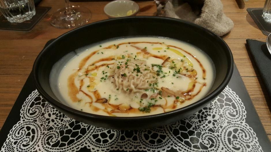 Shellfish ravioli & beurre blanc